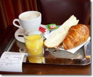 what-to-eat-in-paris-croissants-with-tea